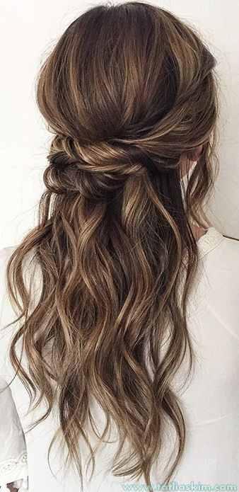 toplanmış dalgalı saç modelleri