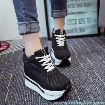 yüksek topuklu spor ayakkabı